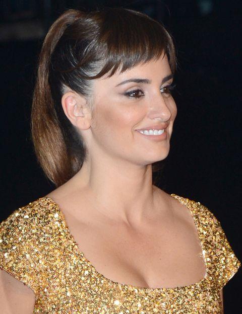 <p>Con un make up muy natural que destacaba como siempre sus ojos, la actriz eligió para su melena una coleta alta con flequillo. </p>