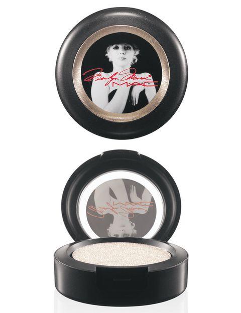 <p>Sombra de ojos 'How To Marry' (22,50 €), en blanco perlado.</p>
