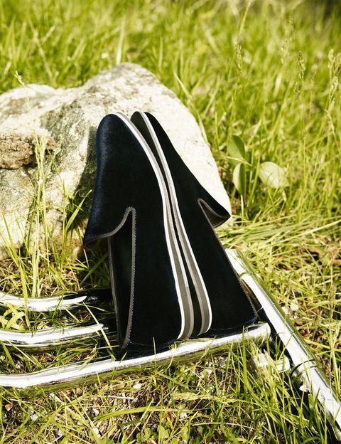 <p><strong>No_Code de Tod's</strong> es una colección única con un desarrollo definido que evoluciona más allá de lo convencional, desde la bota al zapato de cordones, pasando por las <i>slipper</i> o los modelos <i>Desert Boot</i> o <i>Chealse.</i> Cada uno de ellos es en sí un ejemplo de originalidad.</p>