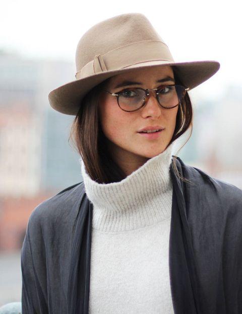 <p>Hay un determinado tipo de looks a los que las gafas añaden un plus de estilo. Éste es uno de ellos.</p>