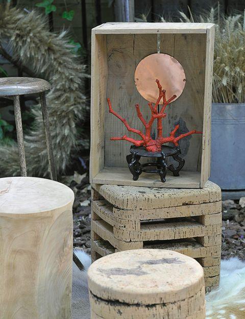 <p>Escultura, de Naluz y mesa, de Lapety.</p>