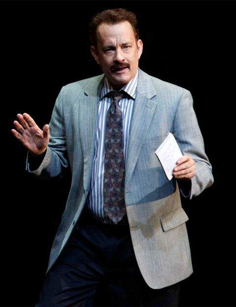 """<p>Aún estás a tiempo de ver a Tom Hanks que debutó en Broadway con esta obra. Una comedia sobre el periodismo escrita por la que fue su directora de cine fetiche: Nora Ephron. Hasta el 16 de junio en el Broadhurst Theatre (<a href=""""http://www.shubertorganization.com"""" target=""""_blank"""">www.shubertorganization.com</a>).</p><p><strong>El plan:</strong> La bulliciosa Times Square acaba de estrenar un espacio cool: el renovado Paramount Hotel (<a href=""""http://nycparamount.com"""" target=""""_blank"""">nycparamount.com</a>). Tómate un aperitivo en su Bar & Grill y reserva suite en el low chic Jane Hotel (<a href=""""http://thejanenyc.com"""" target=""""_blank"""">thejanenyc.com</a>, desde 80 €). </p>"""
