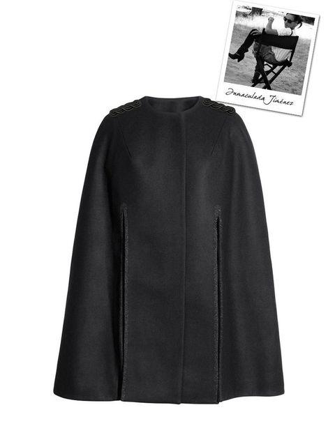 <p>Sus 'must' por excelencia, como esta capa 'oversize' de <strong>H&M</strong> (99€)</p>