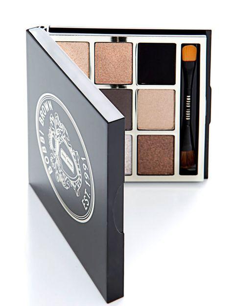<p>Es la nueva paleta de sombras de Bobbi Brown (80 €), ideal tanto si buscas un maquillaje discreto como si quieres darle profundidad a la mirada. Combina sus tonos toffee hasta conseguir tu look.</p>