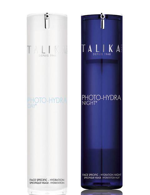 <p><strong>Photo-Beauty Therapy</strong>de <strong>Talika</strong> es un proceso por el cual la piel se beneficia de la energía de la luz natural de forma continua. </p><p>Esta energía lumínica actúa de forma constante durante todo el día, y por la noche, la <strong>energía de luz artificial</strong>crea una reacción en cadena creando un efecto flash.</p><p>Crema de día 49€, crema de noche 52€.</p>
