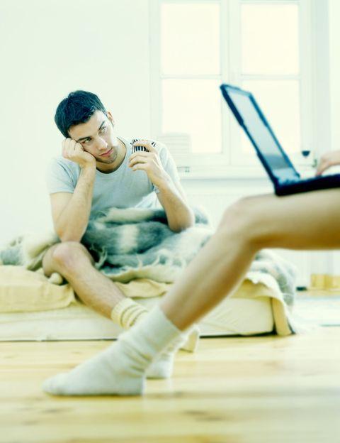 """<p>""""Cuando una relación de pareja se sumerge en la rutina diaria, <strong>una aventura puede ayudar a revivir la pasión perdida</strong>"""", afirman desde <a href=""""https://www.ashleymadison.com/"""" target=""""_blank"""">AshleyMadison.com</a>, una red especializada en aventuras discretas. <strong>Los signos.</strong> ¿Todos los días son iguales? ¿Te levantas sin ilusión? ¿Te aburres con él? ¿Necesitas volver a sentir viva y que ocurran cosas nuevas? <strong>Esa necesidad de vivir nuevas experiencias puede llevarte</strong> a los brazos de otro…</p><p></p>"""