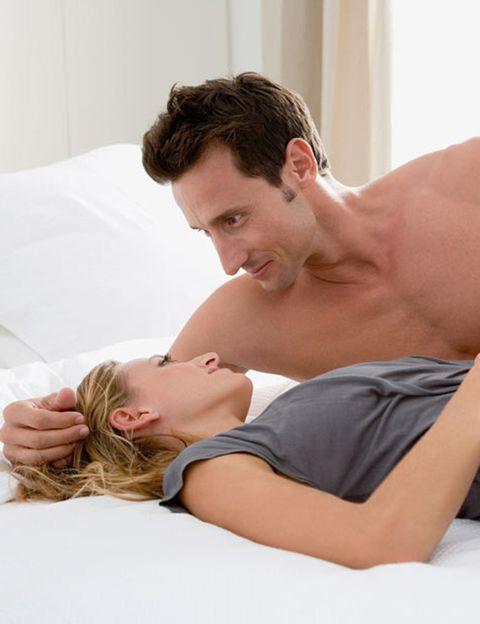 <p>Aunque un estudio del <i>Journal of Sexual Medicine</i> afirma que para muchas mujeres es <strong>más fácil llegar al orgasmo si el pene de su pareja es grande</strong>, la realidad no es tan simple. Igual que hay muchos tamaños y formas masculinas, la anatomía femenina también es única y la conexión sexual se basa más en una cuestión de encaje. <strong>Si tienes la suerte de que ambos seáis como dos piezas de un puzle que encajan</strong>, enhorabuena. Si no es así, tendréis que buscar la manera de adaptaros al cuerpo del otro.</p><p></p>