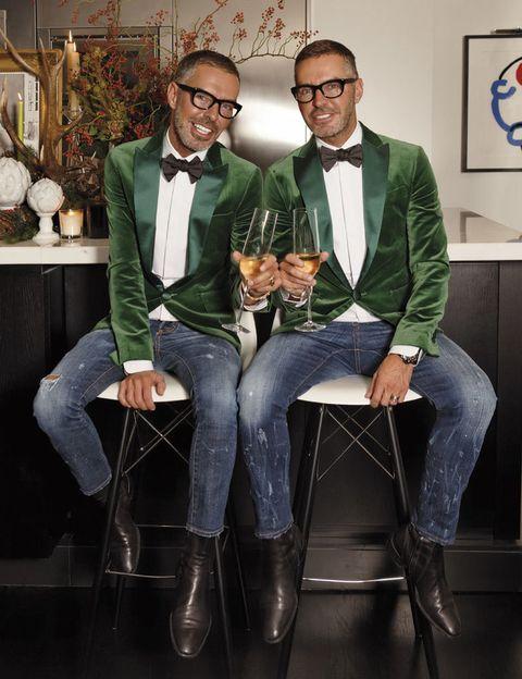 <p>Nacieron y crecieron en Toronto antes de lanzarse a explorar mundo y crear su marca de moda Dsquared2 en Milán. Amantes de sus recuerdos de infancia, lo pasan en grande renovando la tradición cada año. «La Navidad es la oportunidad perfecta para soñar un poco. Es una época divertida, es como volver a ser niño, y nosotros lo disfrutamos como nadie». </p>