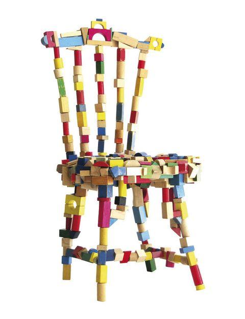 <p>Bloques reciclados de madera de colores conforman la <strong>Brick Chair,</strong> 4.840 €, de Pepe Heykoop. </p>