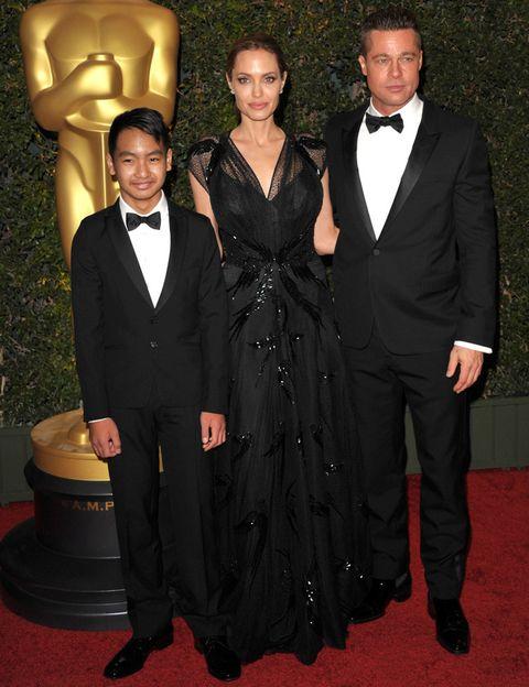 <p><strong>Angelina Jolie</strong> acudió a recoger el premio acompañada por su pareja <strong>Brad Pitt</strong> y por uno de sus seis hijos, <strong>Maddox</strong>.</p>