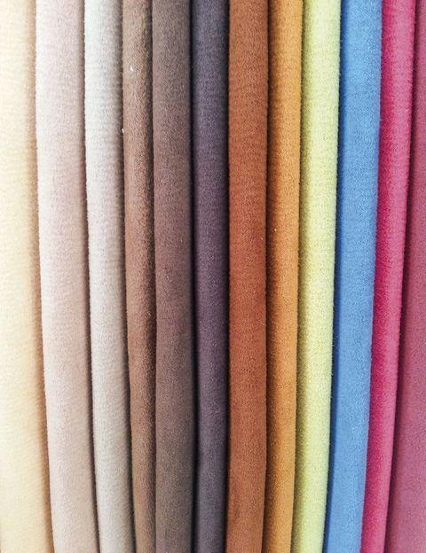 """<p>Por la calidad de la piel nobuck, su fácil mantenimiento y su lujoso aspecto, la nueva colección <i>Touch</i>, de la firma Alonso Mercader, nos ha tocado la fibra. Elige entre su amplia gama de colores:<strong><a href=""""http://www.alonsomercader.com/"""" target=""""_blank""""> www.alonsomercader.com</a></strong></p>"""