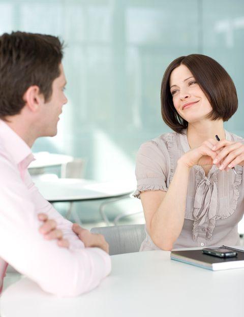 """<p>Mediante una <strong>encuesta realizada a 2.106 usuarios en el mes de enero</strong>, los responsables de la web Victoriamilan.es nos cuentan cuáles son las costumbres o &nbsp;hábitos que más nos irritan en pareja y que repercuten en la relación de pareja. Según Alicia Gallotti, portavoz de <a href=""""http://www.victoriamilan.es/"""" target=""""_blank"""">VictoriaMilan</a> en España, <strong>""""una aventura puede producirse a partir de pequeños detalles del día a día.</strong> Uno de los motivos principales para buscar un affair se produce cuando tu pareja habitual <strong>no se esfuerza lo suficiente para hacerte feliz en todos los sentidos</strong>.""""</p><p>&nbsp;</p>"""