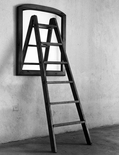 <p>Sutiles e irónicas, las fotografías de <strong>Chema Madoz</strong> encierran paradojas y metáforas, y nos transmiten mucho con poco. Su obra, compuesta por elementos sencillos que él compone, con talento, en una amplia retrospectiva en La Pedrera. <strong>BCN. Hasta 28 de julio.</strong> </p>