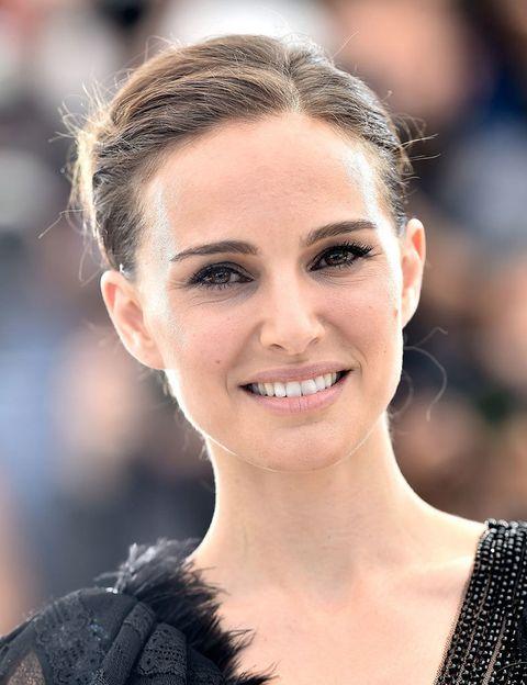 <p> Seu sobrenome verdadeiro indica sua nacionalidade israelense, mas <strong> Natalie Portman </strong> optou por adotar o nome de solteira da avó para proteger sua família das consequências da fama. & nbsp; </p>