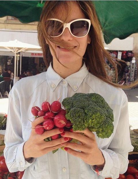 """<p></p><p>Es el Instagram de Silvia Riolobos, <strong>acupuntora, experta en nutrición energética y ortomolecular</strong>, medicina tradicional china, chef de cocina vegana y vegetariana, y una apasionada del estilo de vida healthy. Inspirándote en su blog puedes seguir una <strong>alimentación saludable pero flexible, con riquísimas recetas de postres, zumos o <i>smoothies</i></strong>. Y no sólo puedes verla en las redes o su blog, también puedes contratarla como coach de salud y nutriciónl, y hacer con ella talleres de cocina o batidos. <strong>Psst.</strong> Si tienes peques, te encantarán sus recetas sanas para niños y sus cursos de cocina infantiles. <i>flexi_vegan_player,  <a href=""""http://www.silviariolobos.com"""" target=""""_blank"""">silviariolobos.com</a></i></p><p></p>"""
