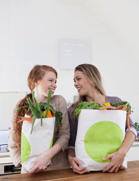 """<p>""""Para alimentarte bien debes <strong>aprender a elegir alimentos y nutrientes de calidad, además de tener conocimientos</strong> acerca de las necesidades de cada nutriente"""", dice Virginia Ruipérez, experta en nutrición y fertilidad natural, miembro de la Sociedad Europea de Medicina Naturista Clásica y directora de <a href=""""http://www.shantivir.org/"""" target=""""_blank"""">Shantivir</a>. """"Una alimentación sana y equilibrada es <strong>fundamental para fortalecer, mantener o restaurar nuestra salud""""</strong>, añade. ¿Su lema? """"Que tu alimento sea tu medicina"""". Si quieres ser la principal responsable de tu salud, en su centro puedes aprender a alimentarte de forma natural, respetando tu cuerpo y tu entorno.</p><p></p>"""