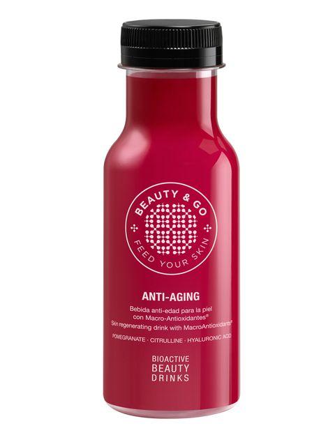 """<p>&nbsp&#x3B;</p><p><strong>¿No te hace sentir genial cuidar tu piel?</strong> ¿Y si pudieras conseguirlo disfrutando de una bebida deliciosa? Con extracto de granada, ácido hialurónico o colágeno, <strong><a href=""""http://www.mybeautyandgo.com/productos/"""" target=""""_blank"""">Beauty &amp&#x3B; Go Anti-Aging</a> es una BBD (Bioactive Beauty Drink</strong>) ideal para tomar &nbsp&#x3B;justo antes de dormir. El ritual de belleza más cómodo y placentero. <strong>Su secreto.</strong> La extracción de los macro-antioxidantes presentes en la piel de la fruta y la eliminación del azúcar que contienen de forma natural (menos de 20 cal por cada 100 ml). <strong>Psst.</strong> Estas bebidas de belleza son el resultado de una feliz joint venture (Feed your Skin) entrela firma cosmética <strong>Natura Bissé y la empresa AMC Innova</strong>, dedicada a la investigación y desarrollo de bebidas funcionales y principios bioactivos naturales. <strong>Precio</strong>. 2,45 € en tiendas El Corte Inglés.</p><p>&nbsp&#x3B;</p>"""