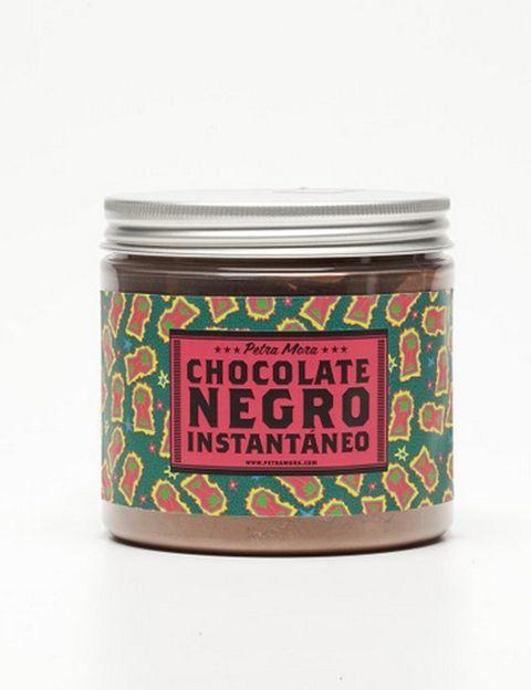"""<p>&nbsp&#x3B;</p><p>Erase una oscura y fría tarde de invierno. Pero la princesa del cuento tenía un secreto… <strong>Una deliciosa y humeante taza de chocolate negro caliente.</strong> Porque nada mejor que una dosis de cacao cuando te baja el ánimo, cuando necesitas un plus de energía o, simplemente, disfrutar de un momento de placer. Este es <strong>de Petra Mora, negro e instantáneo</strong>, ideal para mojar con algo rico. <strong>Precio.</strong> 7,50 € en <a href=""""http://www.petramora.com"""" target=""""_blank"""">petramora.com</a>&nbsp&#x3B;</p><p>&nbsp&#x3B;</p>"""
