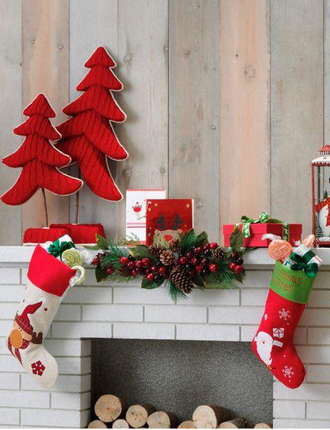 <p>La navidad más tradicional tiene un claro protagonista: el rojo. Ropa de hogar, adornos, menaje de cocina...</p>