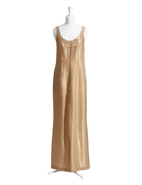 <p>Un vestido largo de color champán, para algún evento de noche.</p>