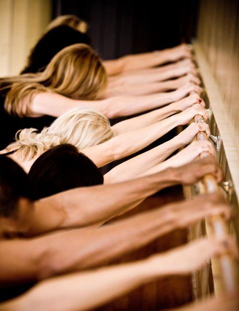 """<p>Lo denominan <strong>gimnasia del bienestar y es un método creado por Carolina de Pedro</strong> Pascual a partir de su experiencia como bailarina, profesora de ballet, danza moderna y barre á terre. Apto para todas las edades y estados de forma física, Body Ballet reúne muchos de los <strong>ejercicios y movimientos utilizados por bailarines</strong> y ex-bailarines en su entrenamiento cotidiano. <strong>Beneficios</strong>. Con esta disciplina se trabaja el cuerpo, se ejercita la atención de la mente, se mejora la alineación y la postura. <strong>Perderás peso, tonificarás tu musculatura</strong> de forma natural y cambiarás tu cuerpo. Además, esta actividad te permitirá desarrollar tu capacidad de expresión a través del cuerpo, la elegancia y la sensibilidad musical. <a href=""""http://www.bodyballet.es/"""" target=""""_blank"""">bodyballet.es</a></p><p></p>"""