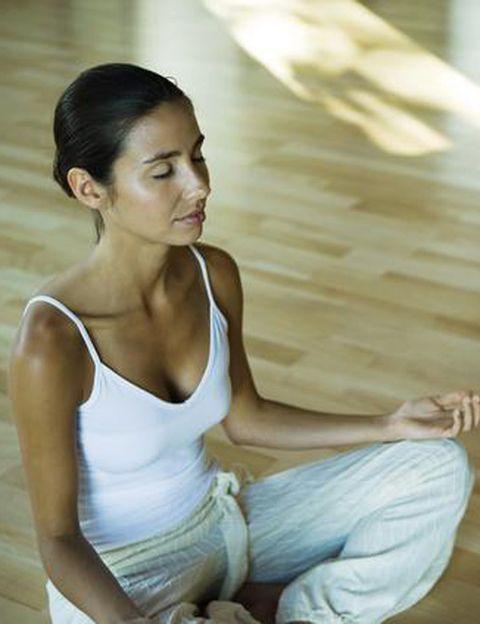 """<p>&nbsp;</p><p>""""Mindfulness es una cualidad de la mente o más bien la <strong>capacidad intrínseca de la mente de estar presente y consciente en un momento determinado</strong>, en un momento en que cuerpo y mente se sincronizan totalmente en un instante de realidad presente"""", explican desde el <a href=""""http://www.institutomindfulness.cl/"""" target=""""_blank"""">Instituto Mindfulness</a>. Como aclaran, """"la experiencia de Mindfulness se desvela y <strong>se entrena mediante la meditación</strong>"""".&nbsp;</p><p>&nbsp;</p>"""
