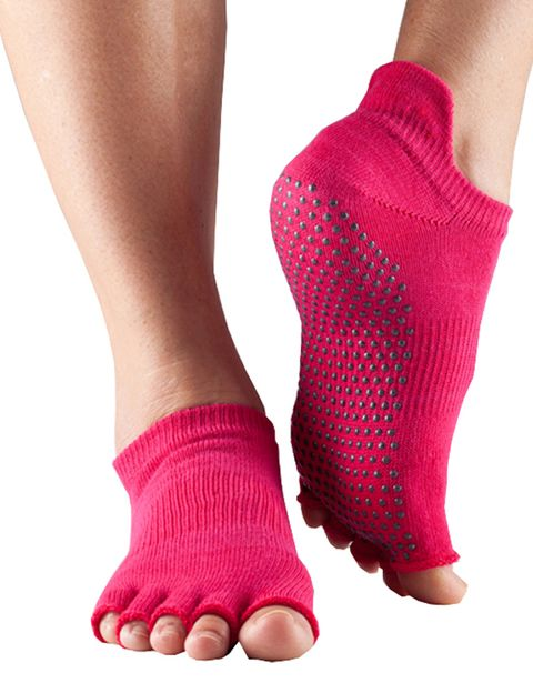"""<p>&nbsp;</p><p>Ideales para hacer yoga, pilates o clases de estiramientos. Los hay con o sin dedos. 17,50 € de Toesox para <a href=""""http://www.therunningcloset.com"""" target=""""_blank"""">Therunningcloset.com</a></p><p>&nbsp;</p>"""