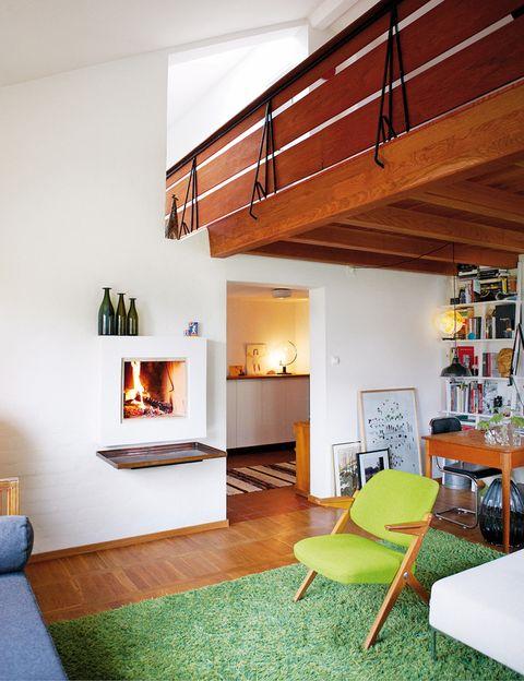 <p>&quot;El mix de objetos muy diferentes yla arquitectura de los años 50, sobre todo la chimenea, son los elementos que marcan el estilo de la habitación&quot;.</p>