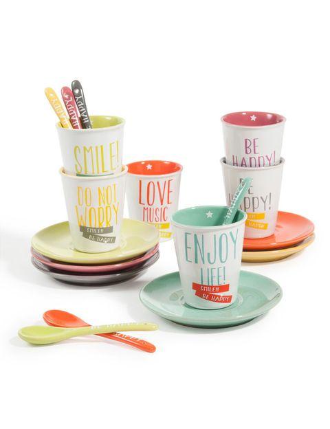 <p>Este juego de tazas y platillos serán una inyección de energía que acompañará tu desayuno cada mañana. Son de <strong>Maisons du Monde</strong> (24,99 ).</p>