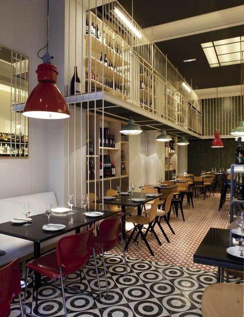 <p>Pilar Líbano logra con su interiorismo un ambiente cálido con un toque retro en este antiguo almacén de vinos. ¿La comida? Cocina española mini non stop.&nbsp;</p><p><strong>Provença, 233, Barcelona, tel. 932 15 17 25. Precio medio: 25 €.</strong></p>