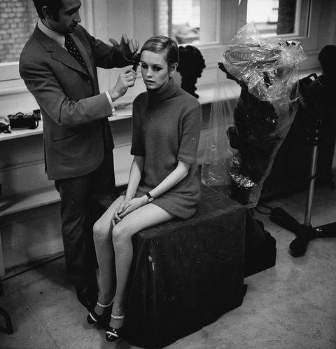 <p>&quot;Antes de lavar el cabello siempre debería haber una <strong>conversación previa</strong> con nuestro peluquero&quot;, cuentan Almela y Sciannimanico. En la mima línea, Latorre añade: &quot;El estilista tiene que conocer todos los detalles de nuestro pelo en el día a día, nuestra rutina de lavado, de peinado, con qué frecuencia lo lavamos, la textura de nuestro cabello…&quot;. De modo que desconfía de aquellos peluqueros que se aproximan a tu melena por primera vez cuando ya está mojada.</p>