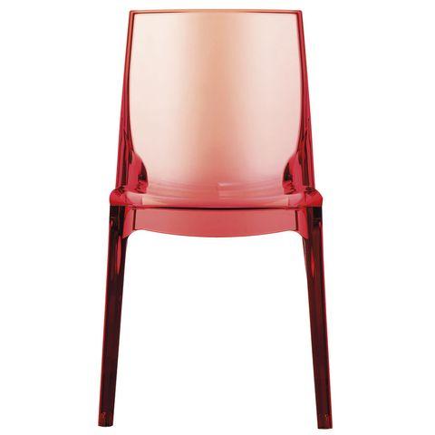 <p>Al elegir una silla, lo más importante es que sea cómoda. Siéntate antes de comprarla y comprueba que el respaldo no es tan alto como para que no puedas echar la cabeza hacia atrás. <br />Las lumbares deben quedar firmemente apoyadas en el respaldo, sin combarse ni estar en tensión. La altura del suelo al asiento debe ser, más o menos, de 45 cm para no tener los pies colgando. La silla se va a ensuciar, así que elige un material fácil de limpiar, o ponles un protector.</p>