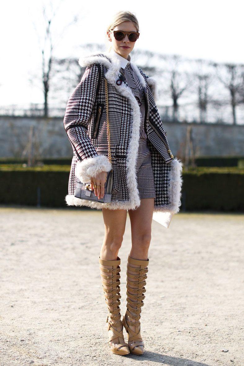 <p>Conjunto invernal en clave 'short'. Abrigo, pantalón y camisa comparten estampado. </p>