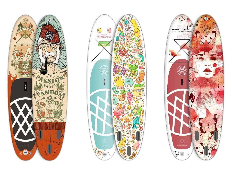 """<p>Ilustradores súper famosos, como Ricardo Cavolo, Conrad Roset, Hey Studio, Miki Montlló o Brosmind, firman estas tablas que Anomy ha lanzado para los más inconformistas. ¡A por ellas que vamos!</p><p><i><a href=""""http://anomysup.com./"""" title=""""anomysup.com."""" target=""""_blank"""">anomysup.com.</a></i></p>"""