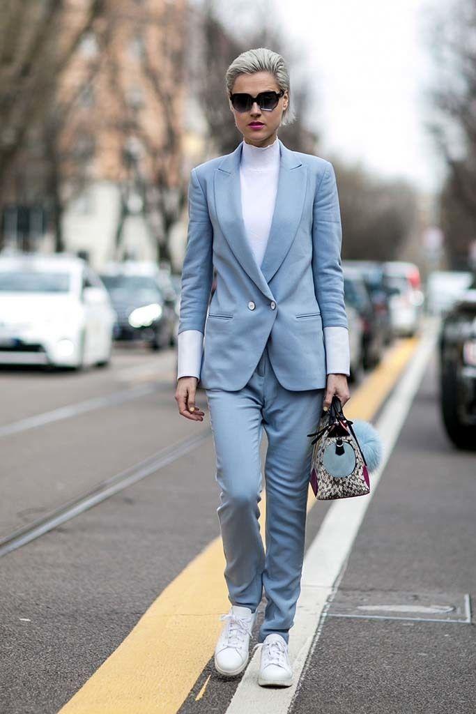 <p>En Milán vimos este traje sastre en tono pastel. Nos cuesta encontrar este tipo de trajes y más aún en tonos fuera de lo común así pues, no estaría de más encontrar su homónimo <i>cheap&chic</i>.</p>