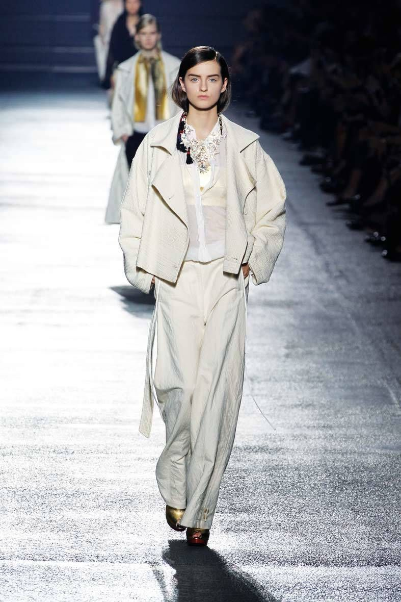 <p>Diseñador: Dries Van Noten. <strong>Paris Fashion Week.</strong></p>