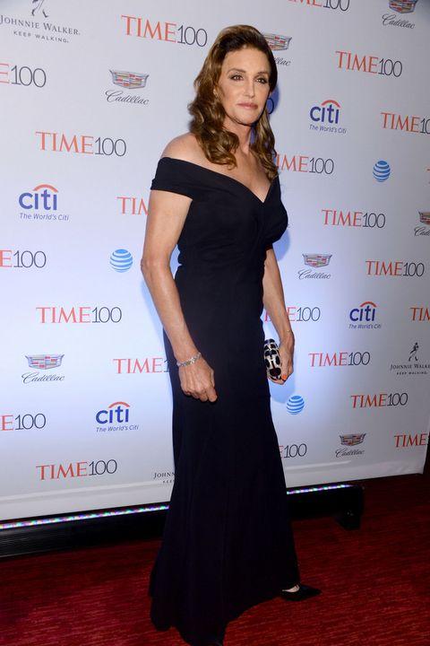<p><strong>Caitlyn Jenner</strong> apostó por un elegante vestido negro de escote barco de <strong>Chiara Boni</strong>.</p>