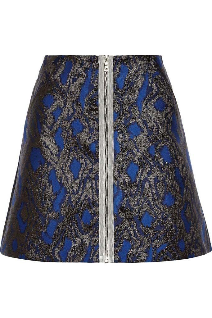 <p>Falda estampada en azul noche y plata de<strong>Markus Lupfer</strong>(415 €).</p>