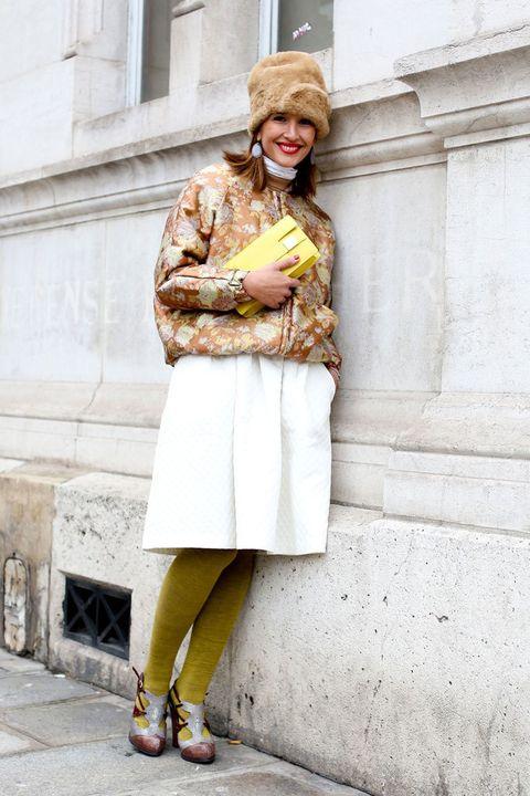<p>Nos gusta el juego de colores que transmite este look. Los tonos claros favorecen a esta fashionista.</p>