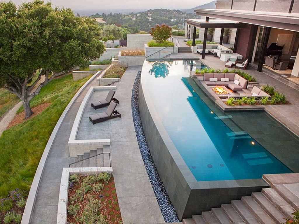 <p>El exterior de la casa está en completa armonía con el paisaje vegetal que la circunda. </p>