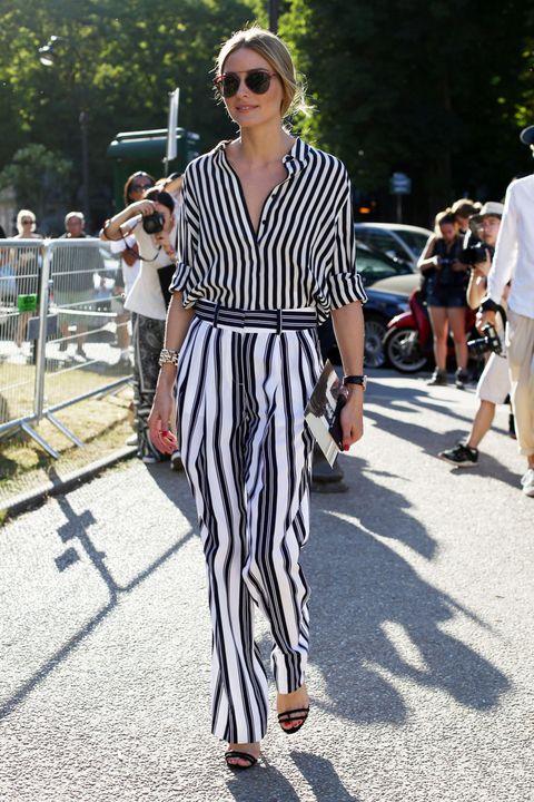 <p>Los modelos lisos son más fáciles de combinar, pero los estampados como el que luce <strong>Olivia Palermo</strong> añaden un plus de elegancia.</p>