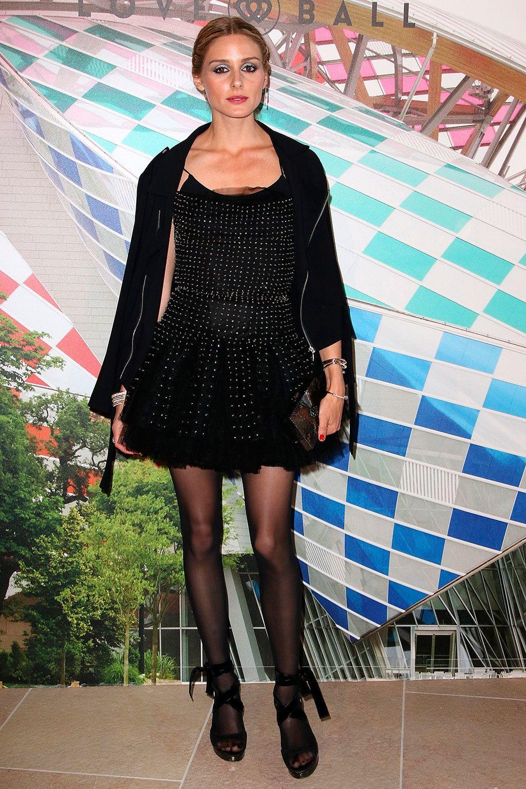 <p>Para asistir a la gala benéfica <strong>Love Ball</strong>, <strong>Olivia Palermo</strong> se decantó por un 'total black' compuesto por vestido mini con destellos, chaqueta, sandalias y medias.&nbsp&#x3B;</p>