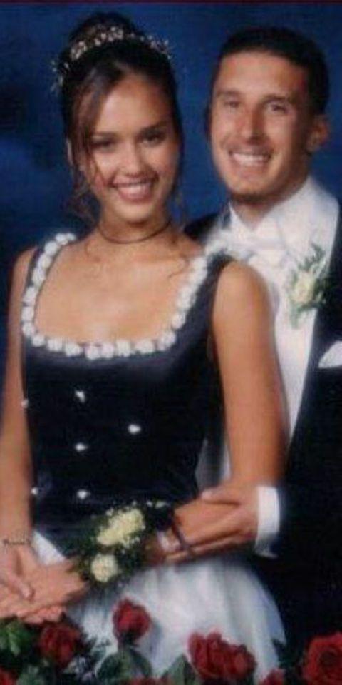 <p>Desde el peinado hasta el vestido, el look de graduación de <strong>Jessica Alba</strong> no tiene desperdicio.</p>