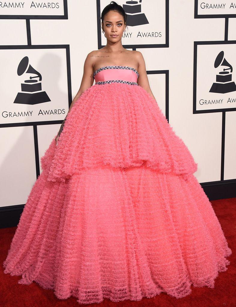 Los 30 looks más sorprendentes de los Grammy