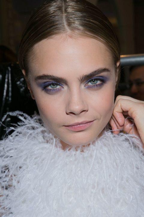 <p>¿Tienes los ojos verdes? Te favorecerán las sombras que actúen a contraste del tono de tu iris, como las moradas y violetas.</p>