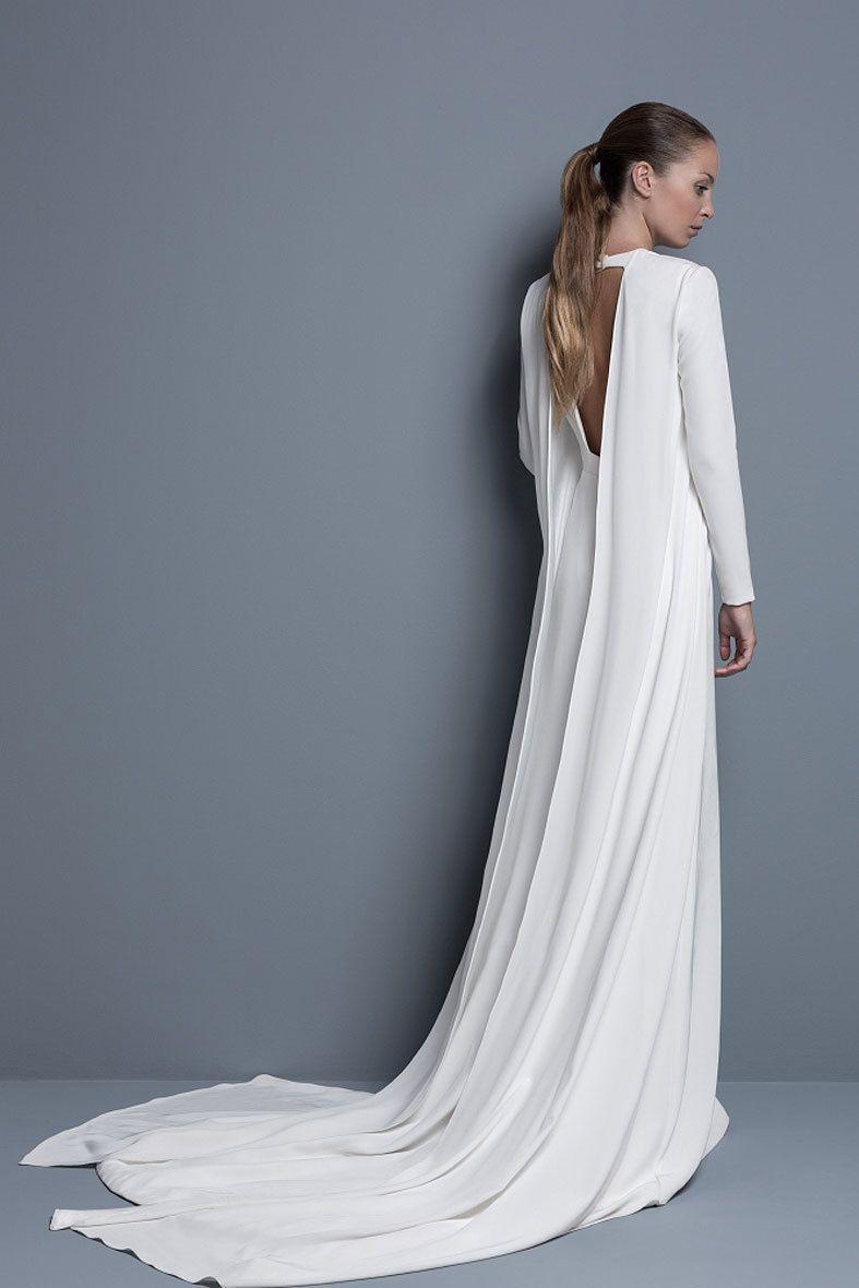 <p>Una larga cola que nace de los laterales es el protagonista de <strong>Arnice</strong>, uno de nuestros diseños favoritos de<strong> 'Colour Nude'.</strong></p>