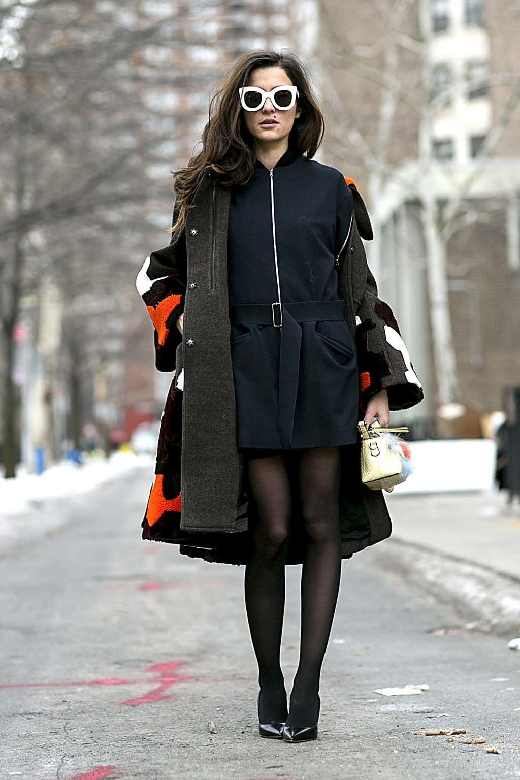 <p>Eleonora Carisi no duda en utilizarlas en looks con el LBD y los salones como protagonistas.</p>