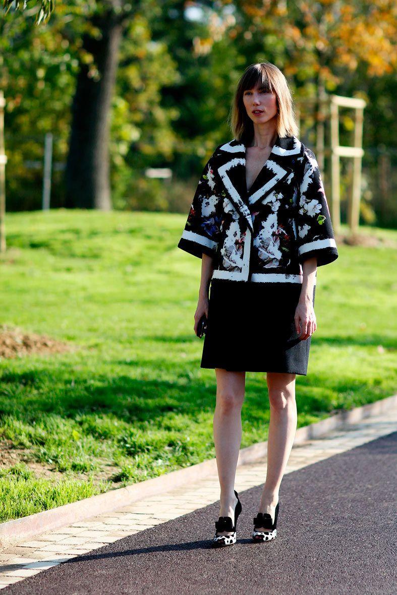 <p>Con una parka muy 'arty', <strong>Anya Ziourov</strong>a decía adiós a la Semana de la Moda de París. Nos encanta: su fidelidad a su corte midi con flequillo.</p>