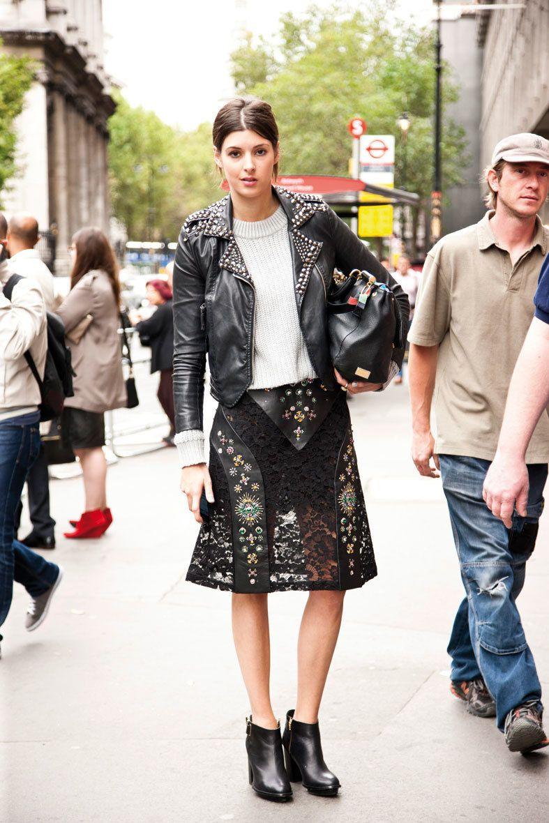 <p>Los looks de <strong>Valentino</strong> o <strong>Etro</strong> pisan el asfalto en forma de faldas de piel y tops en blanco y negro, siempre con chaqueta de cuero como protagonista.</p>