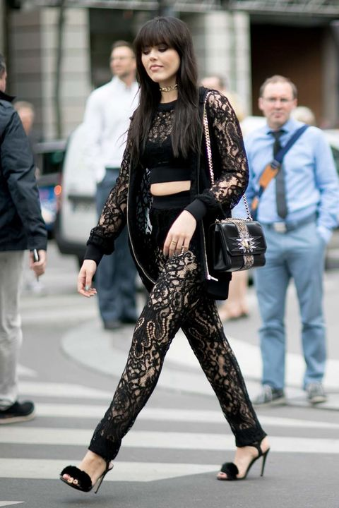 <p>Kristina Bazan se atrevió con este look gótico de encaje negro.</p><p>&nbsp;</p><p>&nbsp;</p>